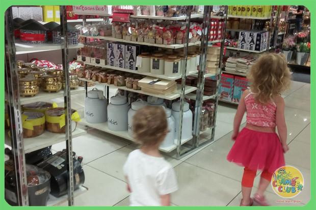 festive-shopping-04